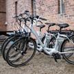 Pedelecs (E-Bikes) und Elektroauto-Verleih
